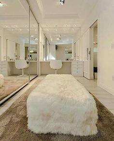Inspiração ♡ #interiores #design #interiordesign #decor #decoração #decorlovers #archilovers #inspiration #ideias #closet #penteadeira