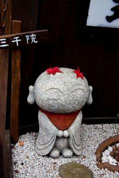 Little monk art ☸️ Buddha Zen, Buddha Garden, Tiny Buddha, Little Buddha, Sculptures Céramiques, Vinyl Toys, Japan Art, Garden Statues, Japanese Culture
