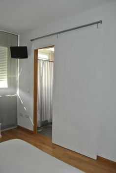 Puerta corredera en blanco