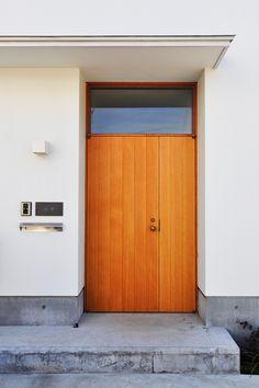 Best Ideas for house entrance exterior modern front porches Modern Entrance Door, House Entrance, Entrance Doors, Front Doors, Modern Front Porches, Archi Design, Main Door, Japanese House, Modern Exterior