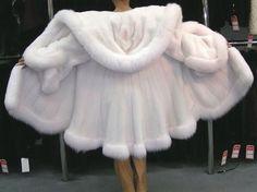 White fur coat with fox Fur Fashion, Winter Fashion, Fashion Outfits, Sporty Fashion, High Fashion, Winter Outfits, Cool Outfits, Fabulous Furs, White Fur