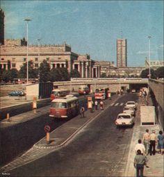 Węzeł autobusowy usytuowany na tyłach Dworca Centralnego, 1976.  fot. Stolica nr 40, 1976. Warsaw, Old Photos, Poland, Nostalgia, Street View, Retro, City, Vintage, Tin Cans