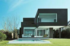 Explore 40 Fotos de Casas modernas para você se apaixonar, são ótimos modelos para você se inspirar e criar um projeto maravilhoso.