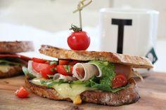 BLINGSER MED SPEKEMAT OG GODT TILBEHØR Great Recipes, Sandwiches, Recipies, Dinner, Cooking, Food, Gourmet, Recipes, Dining