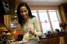 Cómo cocinar corazón de res en una olla de cocción lenta. La cocción de corazón de res en una olla de cocción lenta es una de las formas más comunes de preparar una comida durante la noche. El corazón de res es un plato sabroso y rico en proteínas que puedes disfrutar con tu familia o invitados ...