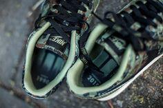 "NIKE AIR PEGASUS '89 PRM ""GERMAN REUNIFICATION"" ALLIGATOR/BLACK-LIGHT BONE available at: www.tint-footwear.com/nike-air-pegasus-89-prm-300 nike retro premium running camo limited sneaker 1990 2015 tint footwear studio munich"