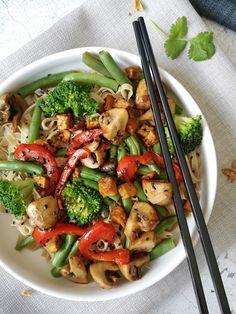 Aziatische noedels met groenten - Foxilicious Hoofdgerecht Pureed Food Recipes, Veggie Recipes, Asian Recipes, Vegetarian Recipes, Tofu, Healthy Diners, Diner Recipes, Healthy Summer Recipes, Healthy Slow Cooker