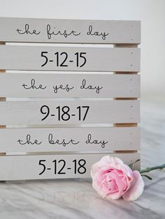 We are using our Cricut Explore to rock these DIY wedding signs and it's SO crazy easy you might not believe it... just gotta see them! #weddingdecoration