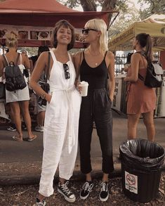 shopping trip, shopping with friends, best friend adventures, girls day, women's fashion, fashionable friends, black and white outfits, opposites