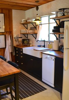 You Need To Do About Small Log Cabin Kitchens Ideas 19 - sitihome Small Cabin Kitchens, Cottage Kitchens, Cool Kitchens, Small Cabin Interiors, Cottage Kitchen Renovation, Rustic Kitchens, Small Log Cabin, Log Cabin Homes, Small Cabin Decor