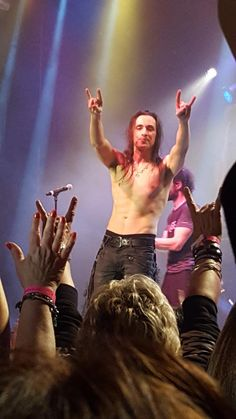 Nuno Bettencourt, Star Images, Hard Rock, Beautiful Men, Hot Guys, Random Stuff, Shots, Lol, Hair Bands