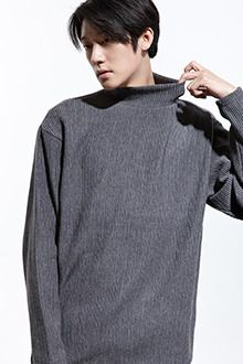 Redhomme Boxy High Neck PulloverCap off an exciting casual look with this boxy rib-textured pullover in loose fit. Wear this long sleeve and high neck piece with jeans and knee-length boots for an urban look and feel.