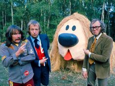 The Goodies. Some of the biggest laughs of my childhood. The mini Rolf Harrises, the giant Kitten, Ecky Thump - they had such zany imaginations. 1970s Childhood, My Childhood Memories, Vintage Television, British Comedy, Kids Tv, Old Tv Shows, Vintage Tv, Classic Tv, My Memory