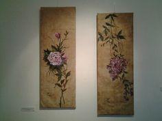 Exposiciön del Renacimiento al Florecimiento, flores de patio renacimental, oleo sobre damasco. María Isabel de Alba
