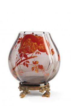 BACCARATVase en verre émaillé à décor japonisant rouge et doré. Arts Décoratifs du XXème siècle & Design à Tessier-Sarrou & Associés | Auction.fr  est  2000 / 3000 €