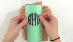 How To Iron-On Tumblers - Makers Gonna Learn Cricut Tutorials, Cricut Ideas, Vinyl Tumblers, Cricut Craft Room, Circuit Design, Easy Diy Gifts, Iron On Vinyl, Silhouette Cameo Projects, Cricut Creations