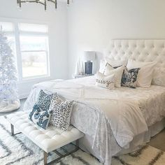 Bedroom decor ideas a romantic master bedroom makeover 18 All White Bedroom, Romantic Master Bedroom, Master Bedroom Makeover, Master Bedroom Design, Trendy Bedroom, Beautiful Bedrooms, Interior Design Living Room, Living Room Decor, Bedroom Decor