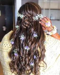 Hairstyles Step By Step Best Hairstyle For A Wedding Mehndi And Haldi With Floral.Hairstyles Step By Step Best Hairstyle For A Wedding Mehndi And Haldi With Floral Loose Braid Hairstyles, Mehndi Hairstyles, Open Hairstyles, Elegant Hairstyles, Party Hairstyles, Bride Hairstyles, Headband Hairstyles, Beach Hairstyles, Men's Hairstyle