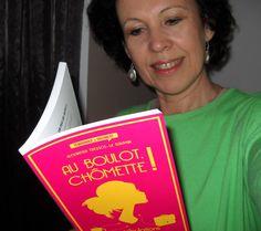 Chantal Bauwens, auteure belge, en train de lire Chômette