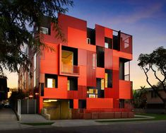 Formosa 1140 LOHA Architects is a new eleven-unit housing project in West Hollywood, California designed by Lorcan O'Herlihy Architects (LOHA). The cladding of the building is made of red metal panels that provide shade for the windows and separate Cubes, House Shutters, Building Photography, Facade House, Hollywood California, West Hollywood, Building Design, Home Projects, Architecture Design