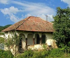 An old Serbian house Vernacular Architecture, Village Houses, Belgrade, Serbian, Macedonia, Albania, Traditional House, Homeland, Gazebo
