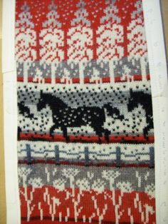 Fair Isle Knitting Patterns, Fair Isle Pattern, Scandinavian Pattern, Knitting Socks, Bohemian Rug, Diy And Crafts, Diagram, Horses, Crochet
