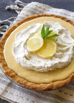Magnolia's Lemon Pie Magnolia's Lemon Pie – light, sweet and tart lemon pie with a thick graham cracker crust. From Joanna Gaines! the-girl-who-ate-… Easy Lemon Pie, Lemon Pie Recipe, Lemon Recipes, Pie Recipes, Cooking Recipes, Cooking Tips, Lemon Desserts, Köstliche Desserts, Delicious Desserts