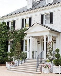 ideas for house white brick exterior curb appeal White Brick Houses, Black Shutters, Dream House Exterior, Colonial House Exteriors, House Goals, Maine House, Traditional House, Home Fashion, Curb Appeal