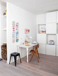 Love these clean, white wall units. HIDE EVERYTHING. // Werk- en speelplek | vtwonen