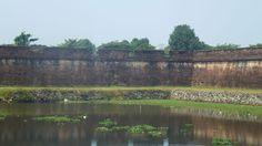 Remparts et douves de la citadelle de Hué, Vietnam #voyage #visite #hue