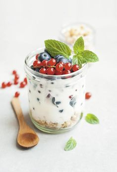 Boost The Nutrition In Your Diet With These Tips. The first step on the road towards better nutrition is education. By understanding which edibles to stay away from and which nourishing foods to supplement Weight Loss Tea, Lose Weight, Lose Fat, Granola, Muesli, Oatmeal Diet, Healthy Snacks, Healthy Eating, Weight Loss Diets