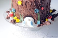 In this post we show you how to create fun bunny rabbit themed cake! This is a beautiful novelty cake perfect for children and those young at heart!