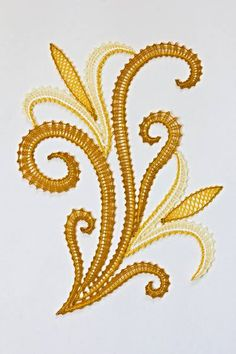 Michèle Douel - Dentelles aux fuseaux Bobbin Lace Patterns, Embroidery Patterns, Romanian Lace, Lacemaking, Lace Heart, Point Lace, Lace Jewelry, Tatting Lace, Gold Work