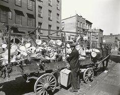 Berenice Abbott Photography for sale. Traveling Tin Shop, Brooklyn by Berenice Abbott. Man Ray, Eugene Atget, Berenice Abbott, Ohio, Ville New York, Skyline, Vintage New York, New York Public Library, Vintage Photography