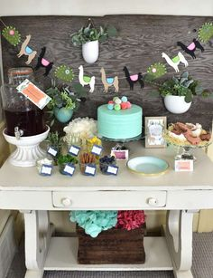 Llama theme parties are the trend! See some whimsical inspiration for a Mother's Day luncheon to treat mom on her special day! Boy Birthday Parties, 2nd Birthday, Theme Parties, Birthday Ideas, Torta Baby Shower, Shower Cakes, Llama Birthday, Great Father's Day Gifts, Fiesta Party
