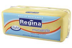 É fabricado com leite do qual se retirou 25% de gordura. No entanto, apesar de menos calórico, possui praticamente as mesmas características de fatiamento, derretimento e sabor do queijo tradicional.