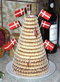 Kransekage til Nytårsaften. Almond ring cake for New year Eve.