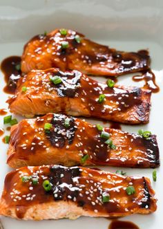 Sweet and Spicy Honey Sriracha Salmon. A super easy and healthy dinner. Serve with rice and veggies to make it a meal! Recipe from chefsavvy.com