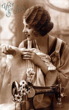 Vintage Sewing Photo - fun inspiration for a sewing room!  #vintagesewing
