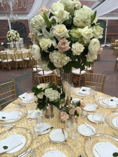 Roses and hydrangeas centerpiece