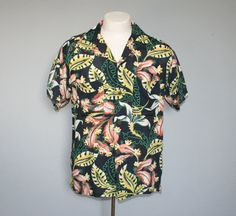 Gorgeous vintage 1940s men's black hawaiian rayon shirt! Perfect for VLV.