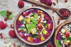 Delicious Berry Smoothie Bowl with suggestions for toppings