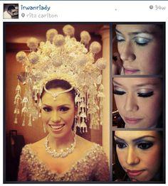 Beautiful suntiang of Minangkabau bride
