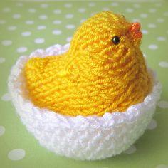 Kuřátko+ve+skořápce+Pletené+kuře+v+háčkovaném+košíčku+(+skořápce+)+vytvoří+tu+správnou+jarní+náladu.+Kuřátko+může+sedět+ve+skořápce,+je+možno+ho+ze+skořápky+vyjmout+a+může+mít+skořápku+i+na+hlavě,+jako,+kdyby+se+právě+vylíhlo.+Výška+kuřete+asi+6+cm,+průměr+skořápky+asi+5+cm.+Jednotlivá+kuřátka+se+mohou+v+drobných+detailech+lišit+od+fotogragií,...