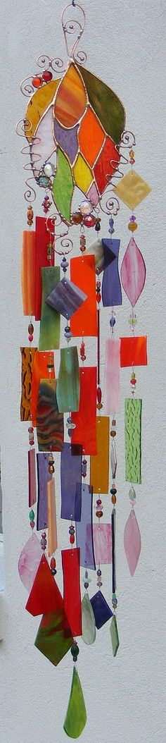 Beutiful Stained glass wind chime.   http://www.kirksglassart.com/windchimes---would love to learn how to do this!!!