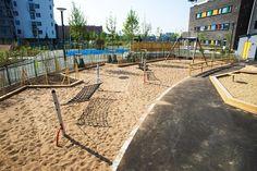 Szkolny ogródek z hamakami