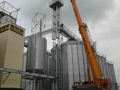 Elevatoarele cu cupe pentru cereale sunt echipamente special construite pentru a transporta in plan vertical cerealele catre diferitele utilaje ale bazei de cereale in conformitate cu fluxul tehnologic dorit, astfel incat sa nu produca deteriorarea bobului transportat. Elevatoarele cu cupe se pot utiliza cu succes la incarcarea cerealelor in uscatoare, selectoare, silozuri sau depozite orizontale. Sunt fabricate