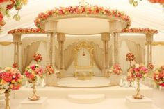 Simple and elegant engagement stage Wedding Hall Decorations, Rustic Wedding Backdrops, Marriage Decoration, Wedding Mandap, Flower Decorations, Indian Wedding Receptions, Arch Decoration, Indian Weddings, Reception Stage Decor
