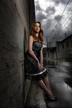 Beating the Sun with a Small Flash in a Alley: 2 light set-up Flash Photography, Outdoor Photography, Photography Women, Night Photography, Portrait Photography, Portrait Lighting, Photo Lighting, Flash Fotografia, Lighting Setups