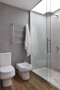 Concrete bathroom walls and wood shower floor cement tile bathroom ideas color bathroom ideas kids Marble Bathroom, Trendy Bathroom, Wood Floor Bathroom, Bathroom Windows, Concrete Bathroom, Bathroom Interior, Amazing Bathrooms, Bathroom Flooring, Wood Bathroom